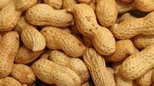 Singapore Airlines stops serving peanuts as snacks on its flights