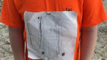 Do-it-yourself-Shirt eines Jungen erobert den Fan-Shop seiner Football-Idole
