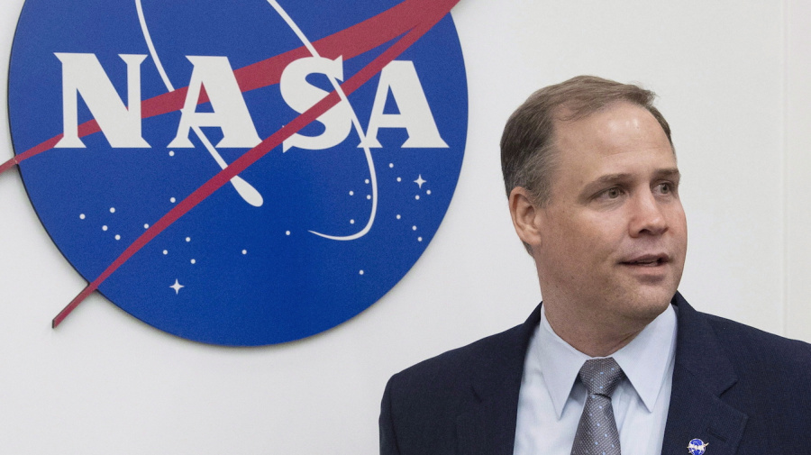 Canadian boots on the moon? NASA is all for it