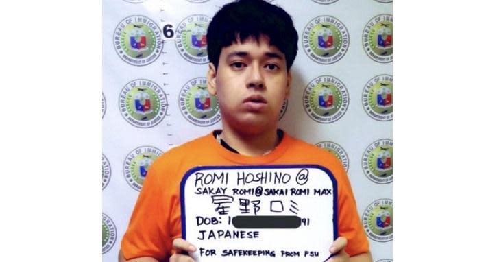 漫畫村負責人星野路實於菲國被逮。(翻攝自推特:ABS-CBN News)