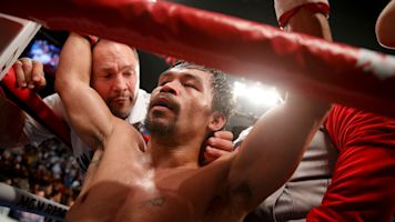 Pacquiao on Mayweather rematch: 'He's scared'