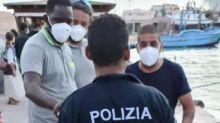 """Migranti, a 15 anni dall'Egitto a Lampedusa: """"Così ho attraversato il mare per diventare poliziotto"""""""