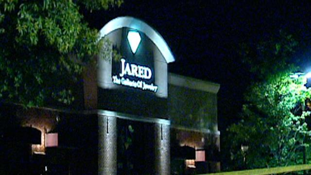 Jewelry store robbery sparks high-speed chase