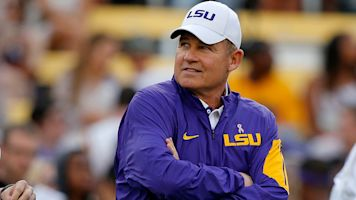 Kansas signs Les Miles to 5-year contract