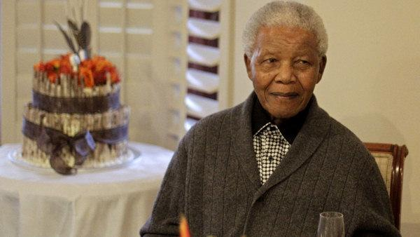 Mandela still in hospital in serious condition