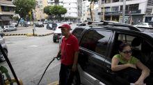 Maduro decreta el fin de la nafta a precio regalado, pero los petroleros protestan