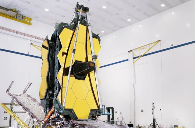 NASA successfully deploys the James Webb Telescope's enormous mirror