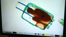 """Mínima multa para el padre del """"niño de la maleta"""" en Ceuta"""