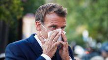 """Masques gratuits à l'école: """"un débat sincèrement fou"""", pour Emmanuel Macron"""