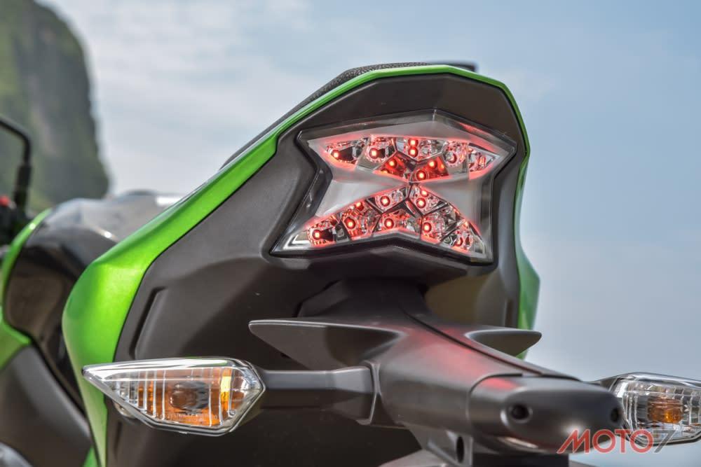 尾燈刻意採用X造型相當具有辨別度。