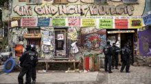 """Berlin : des heurts après l'évacuation de l'immeuble """"Liebig34"""", l'un des derniers vestiges libertaires de la capitale allemande"""