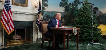 People can't believe Trump's tiny desk isn't a joke