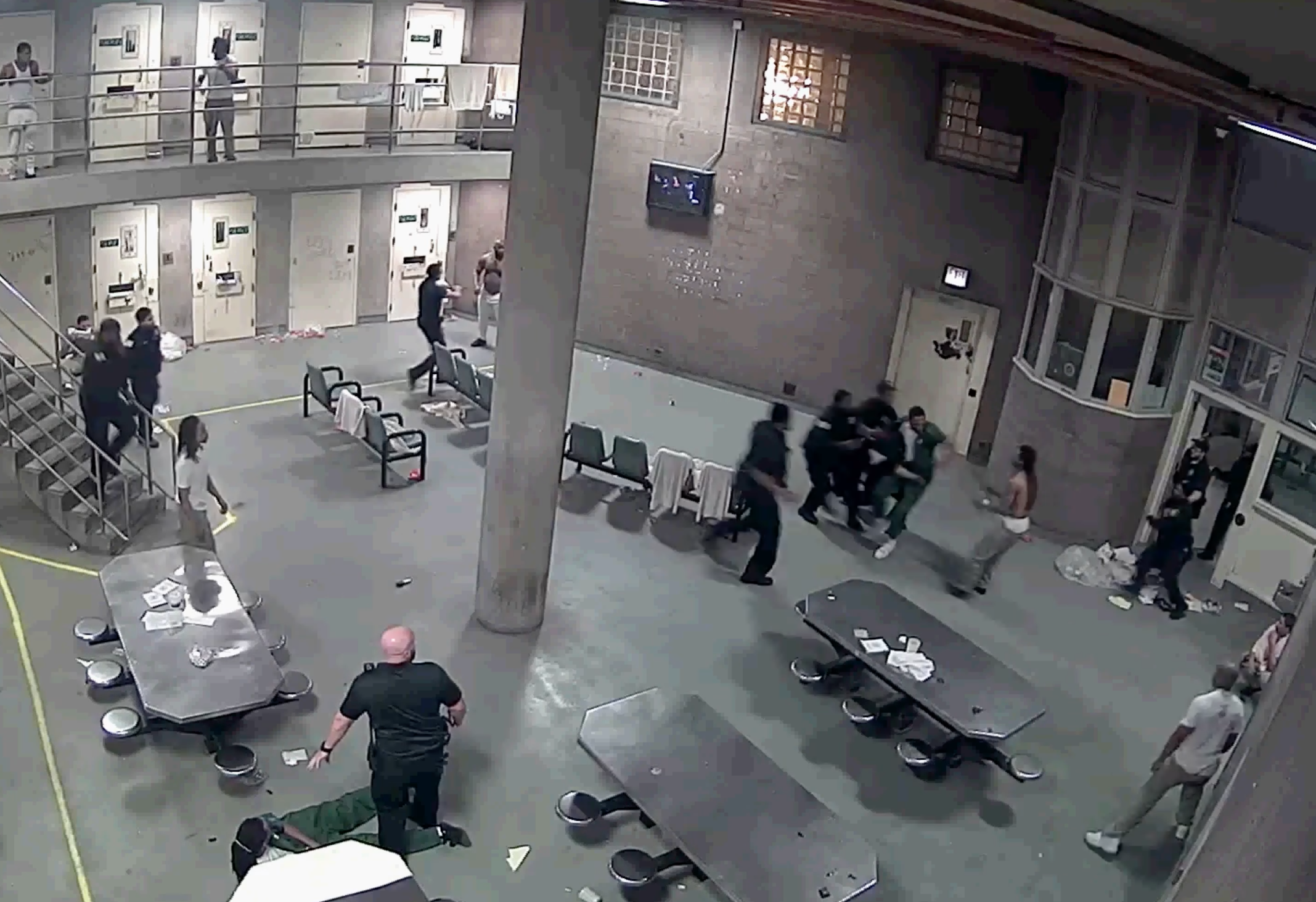 Fight at Cook County Jail Leaves 16 Inmates Facing Mob