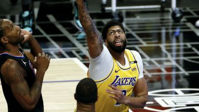 Anthony Davis adds to Lakers injury woes