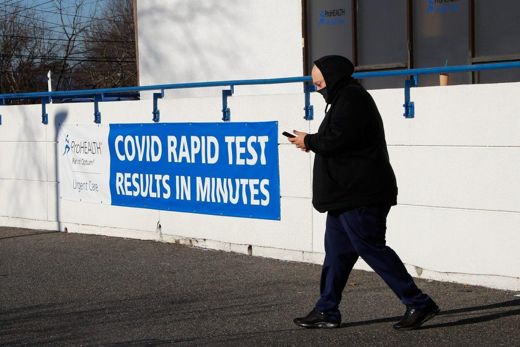 COVID-19 cases are dropping in US, but not because of vaccinations - Yahoo News