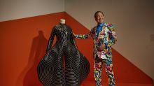 Muere el diseñador japonés Kansai Yamamoto, creador de los icónicos trajes de David Bowie