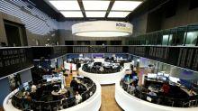 Índices europeus recuam pressionados por bancos, Londres salta