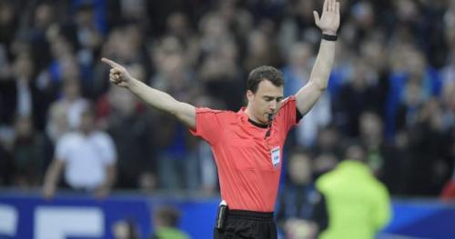 Foot - Bleus - L'Arbitre a mis 40 secondes pour valider le deuxième but de l'Espagne