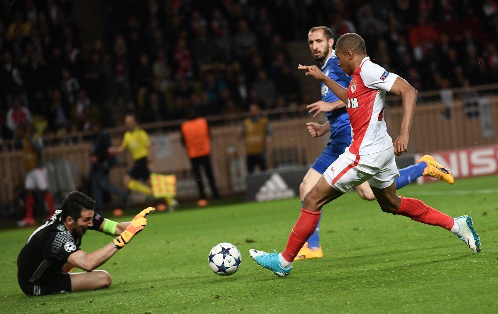 "Juventus, Buffon rivela: ""Ho scambiato la maglia con Mbappé"""