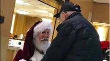 Santa takes a knee for 93-year-old WWII veteran