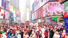 FOTO: Sinterklas Merahkan Jalanan New York City