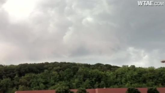 Loud thunderstorm rumbles through North Hills
