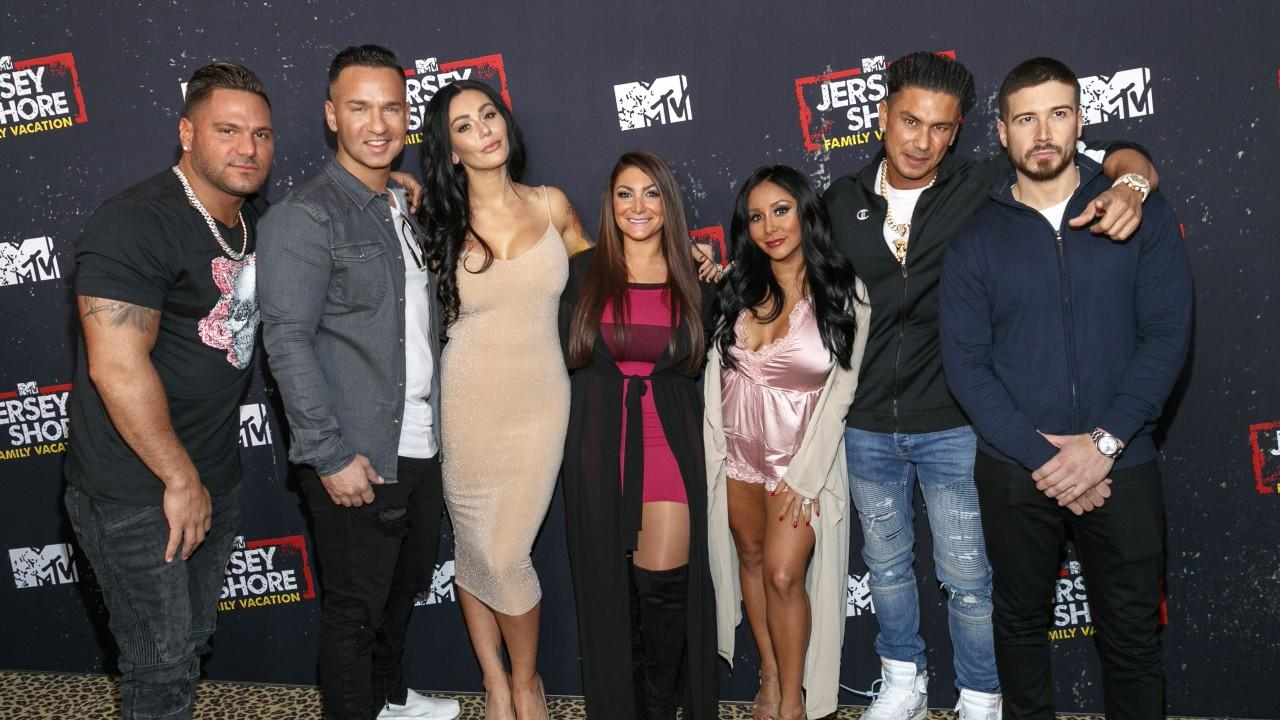 39 jersey shore family vacation 39 premiere the most memorable moments from the reunion. Black Bedroom Furniture Sets. Home Design Ideas