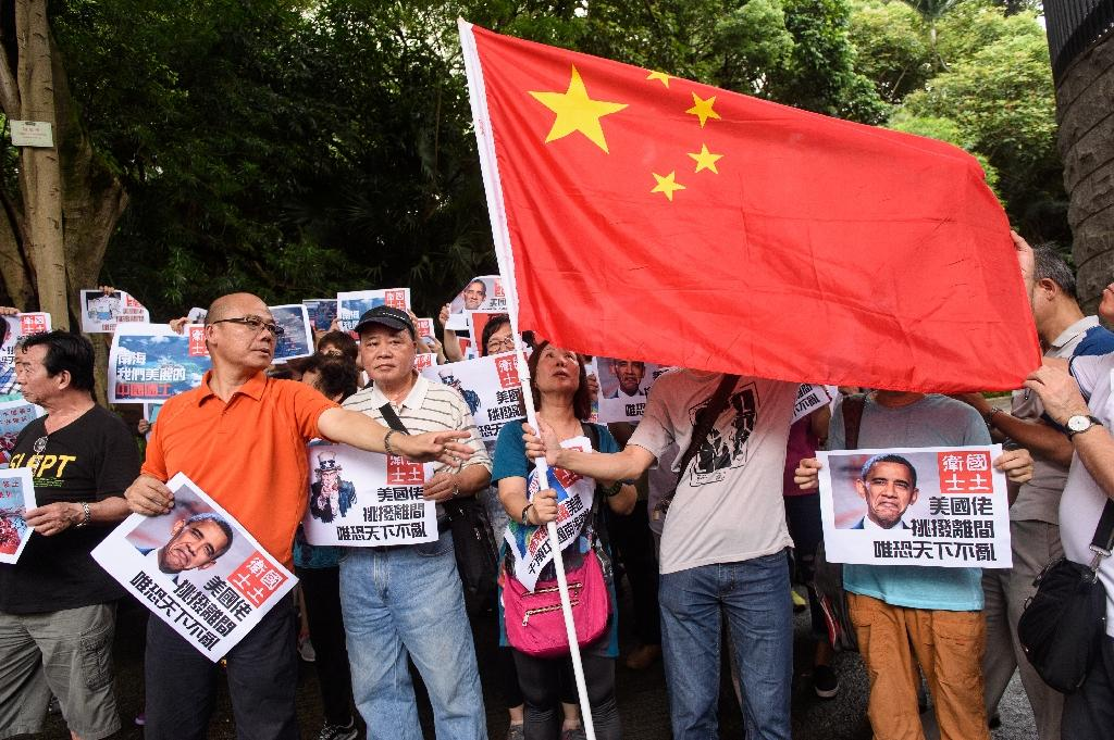 Pro-China protesters gather in Hong Kong to protest against the ruling by the Permanent Court of Arbitration in The Hague against Beijing's claims in the South China Sea, on July 14, 2016 (AFP Photo/Anthony Wallace)