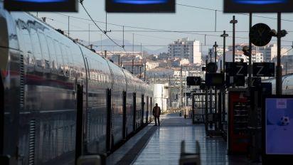 Frankreichs Eisenbahner drohen mit Streiks über Weihnachten