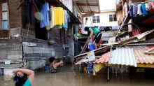 Filipino-Canadians concerned about family after typhoon hits Philippines