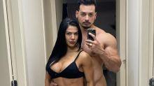 Felipe Franco posta nu para assumir namoro com musa fitness