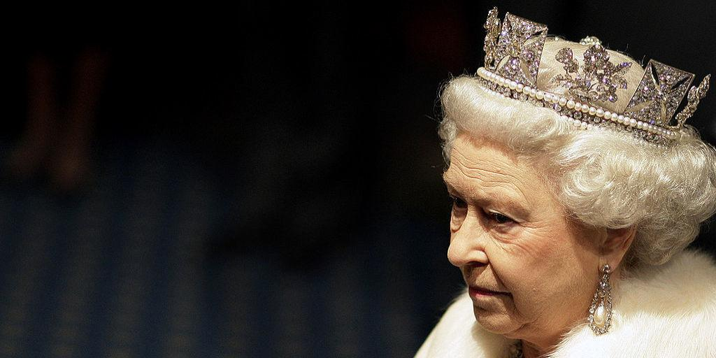 the life of the queen a biography of queen elizabeth Elizabeth r is a 1992 television documentary film about queen elizabeth ii it was produced by the bbc and directed by edward mirzoeff it was the second officially approved documentary about the british royal family since 1969's royal family.