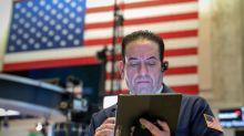 Wall Street cae, inversores esperan resultado de diálogos comerciales EEUU-China