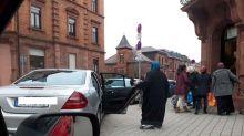 Im Mercedes zur Tafel? Falschmeldung über Muslima sorgt für Wirbel