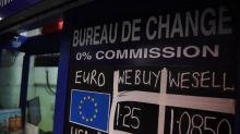 El euro cae al mínimo desde mayo de 2017 frente al dólar