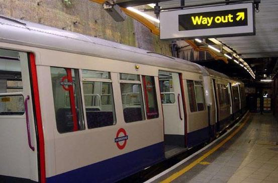 Virgin Media wins London Underground WiFi contract, provides conduit for tube station tweets