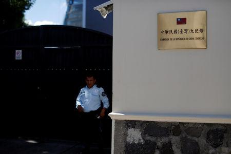 A security guard stands in front of the Taiwan embassy a day after the Salvadoran government announced that it has broken off diplomatic relations with Taiwan, in San Salvador, El Salvador August 21, 2018. REUTERS/Jose Cabezas