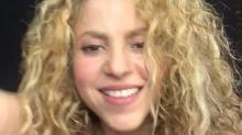 Estos fans le jalan el pelo a Shakira; mira su reacción