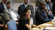 Amal Clooney pide procesar por violación a miembros del EI