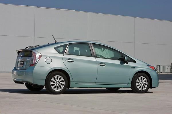 Toyota officially unveils production Prius plug-in hybrid, available March 2012 for $32,000