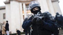 """L'utilisation des lanceurs de balle de défense dans les manifestations """"est un choix politique"""""""