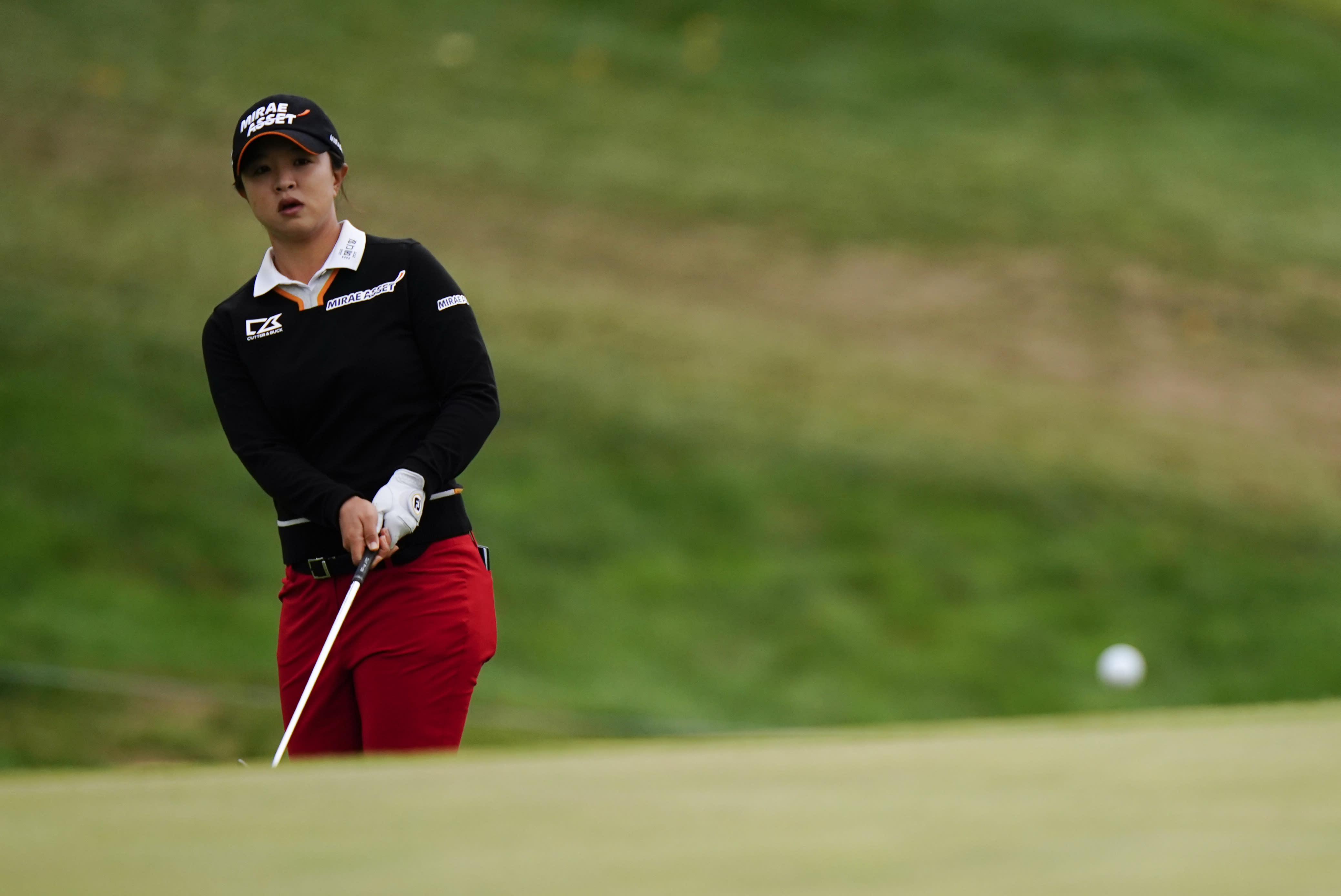 Sei Young Kim, of South Korea, chips to the seventh green during the final round at the KPMG Women's PGA Championship golf tournament at the Aronimink Golf Club, Sunday, Oct. 11, 2020, in Newtown Square, Pa. (AP Photo/Matt Slocum)