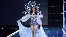 Un ángel de Victoria's Secret se cae en pleno desfile