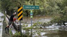 Trump besucht Überschwemmungsgebiete und sagt Hilfe zu
