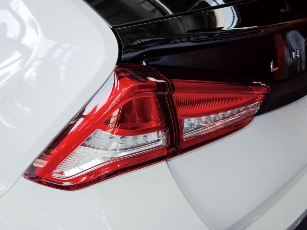 尾燈組內炫麗的LED導光條,帶來極佳後車辨識性。