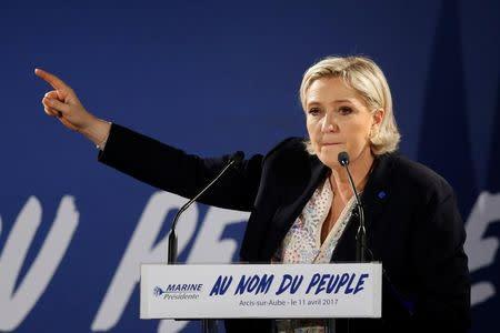 Daños menores en la sede central de Le Pen tras un incendio provocado