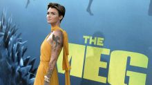 Ruby Rose con un look melocotón vaporoso en The Meg