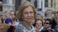 """Así está viviendo la reina Sofía la crisis de la familia real: """"Le cuesta hasta levantarse de la cama"""""""