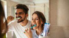 La frecuencia con que cepillas tus dientes podría evitar que sufras de insuficiencia cardíaca