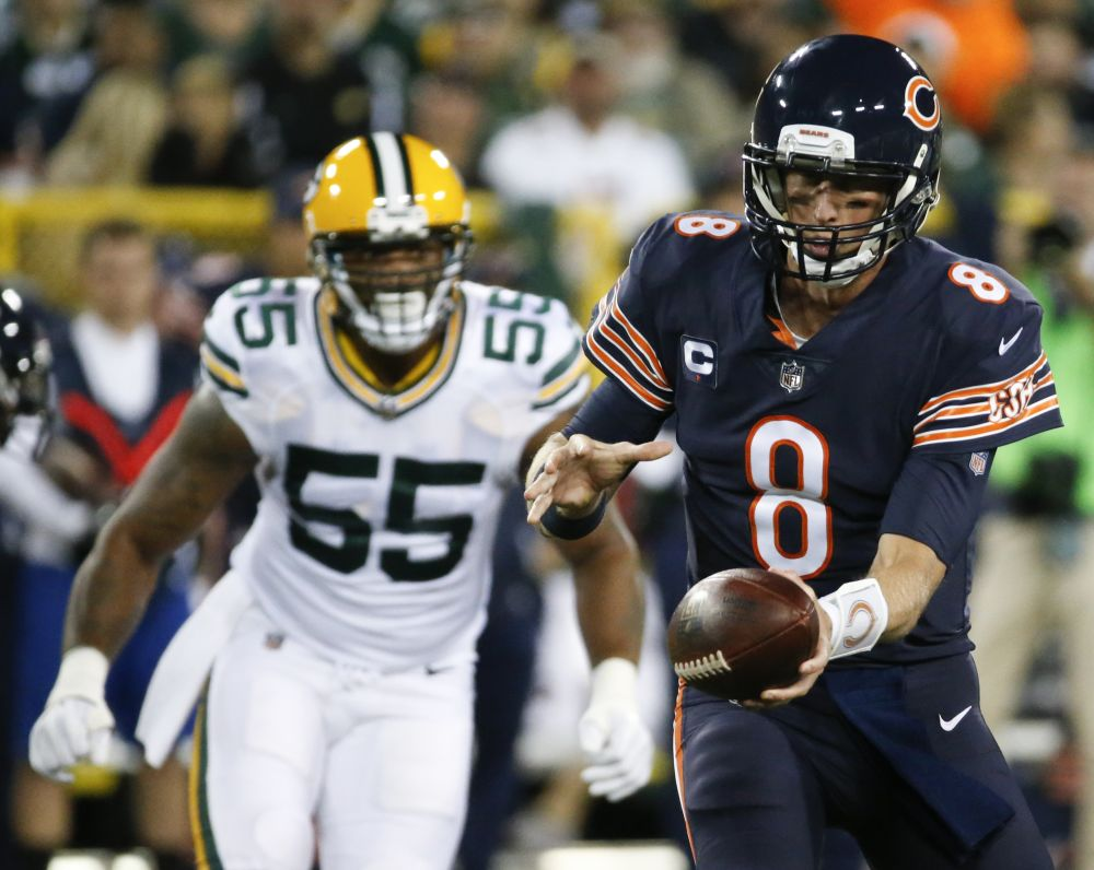Chicago Bears QB Mike Glennon hands off during Thursday night's Bears-Packers game. (AP)